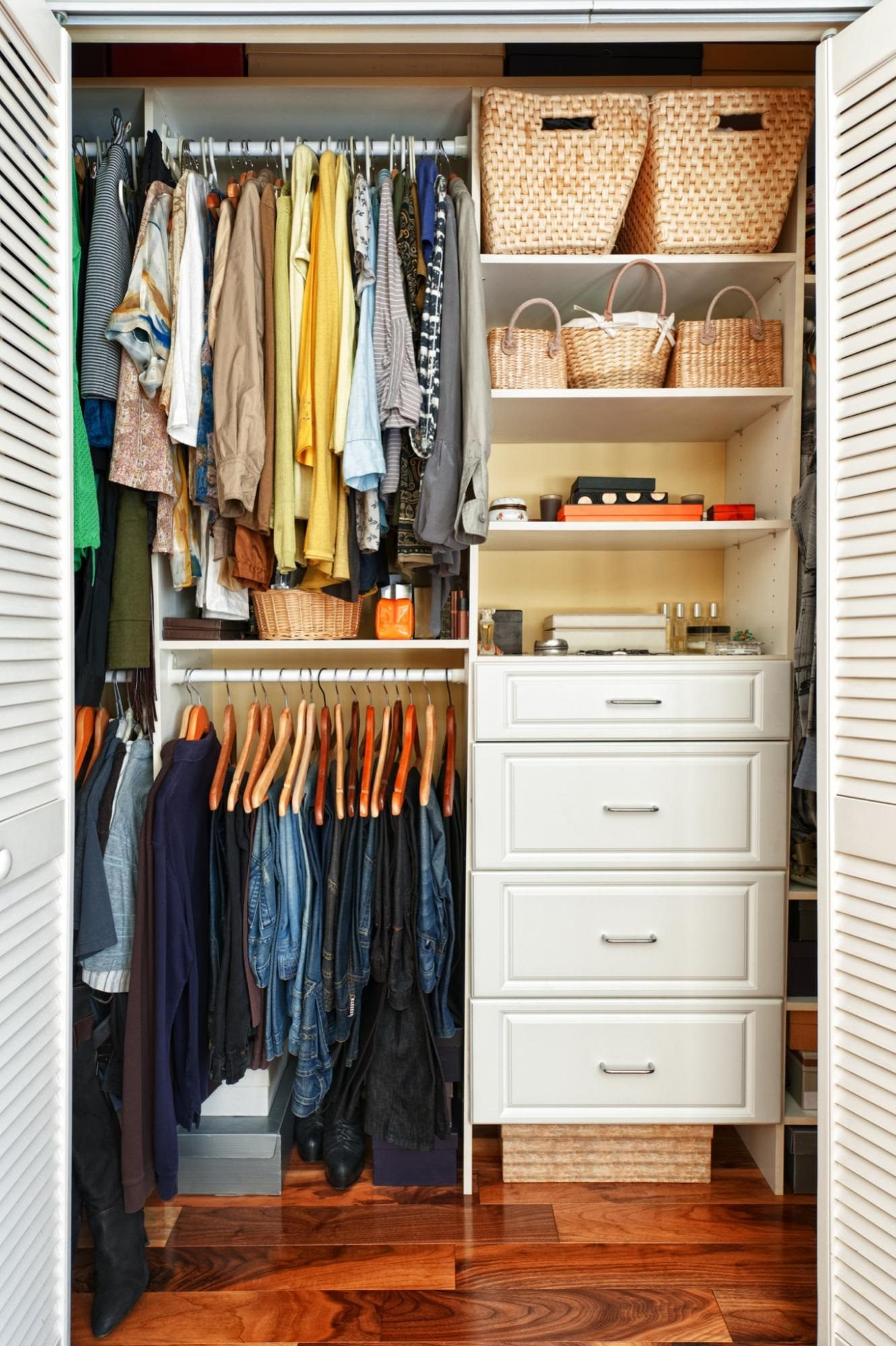 bookshelf ideas: Organized closet