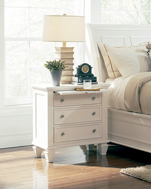 Sandy Beach 3-drawer Nightstand White - Hover